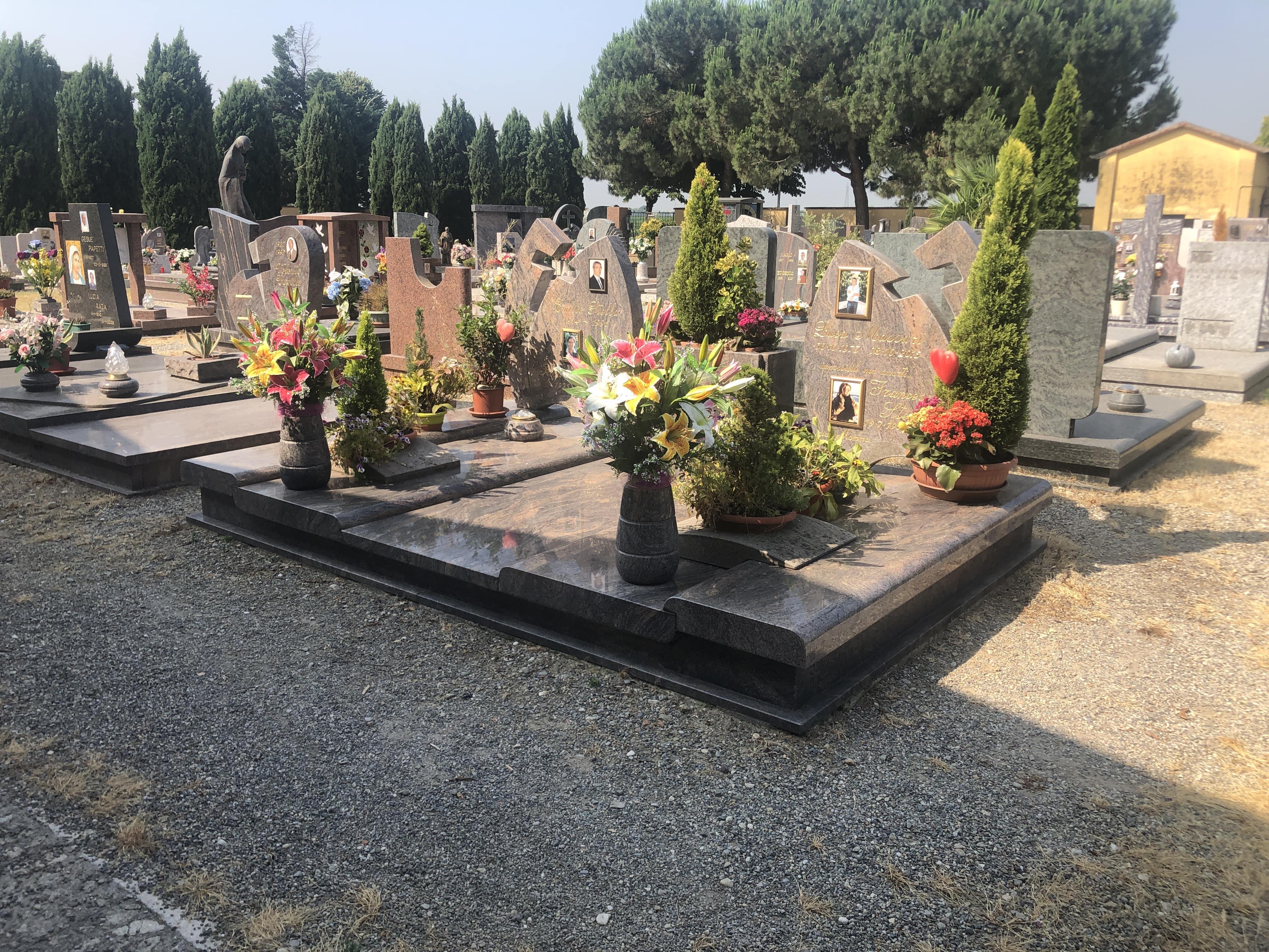 cimitero lapidi